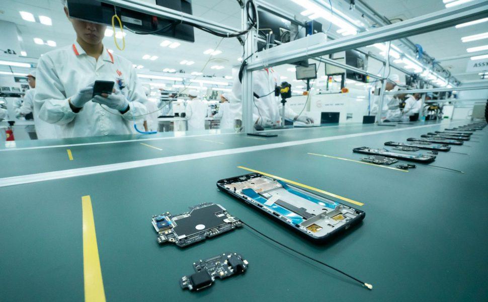 Production d'un smartphone par un constructeur